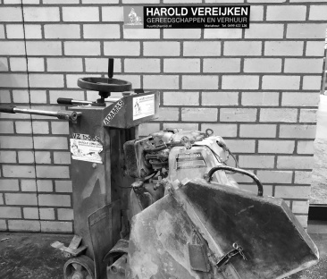 Voegenzaagmachine benzine max. 240 mm. zaagdiepte