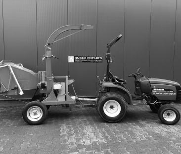 Tractor met houtversnipperraar