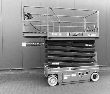 Hoogwerker schaar 13.8 m werkhoogte 1.20m breed